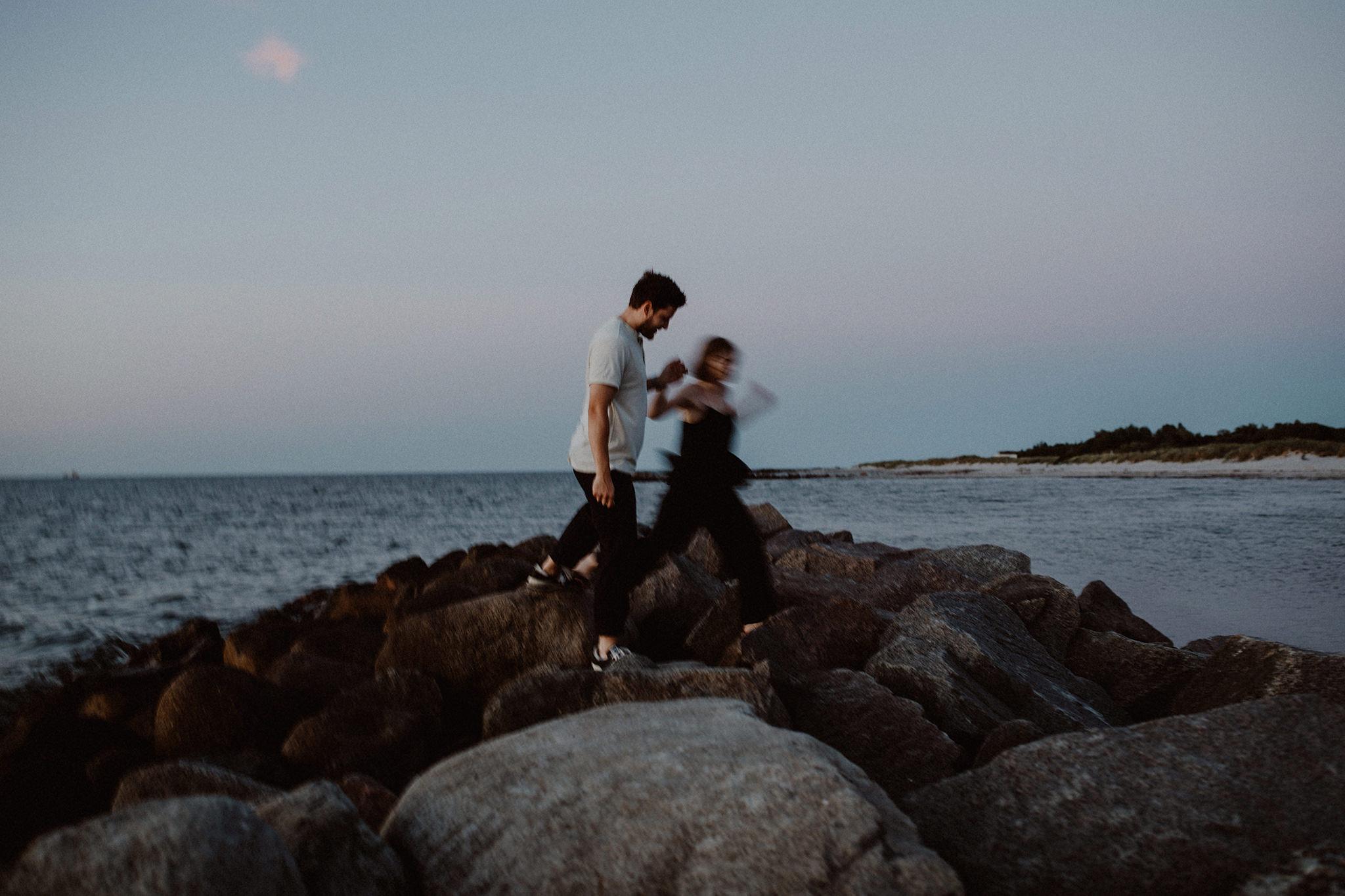engagement-paar-fotos-ostsee-kiel-050